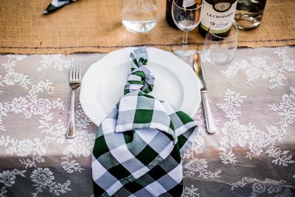 feestlocatie Decoratie diner met ingedekte tafel met servet